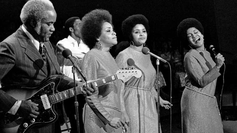 Yvonne Staples, Singer and Manager of the Staple Singers, Dies at 80