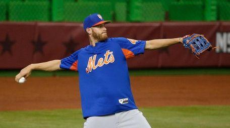 Mets pitcher Zack Wheeler tosses a ball as