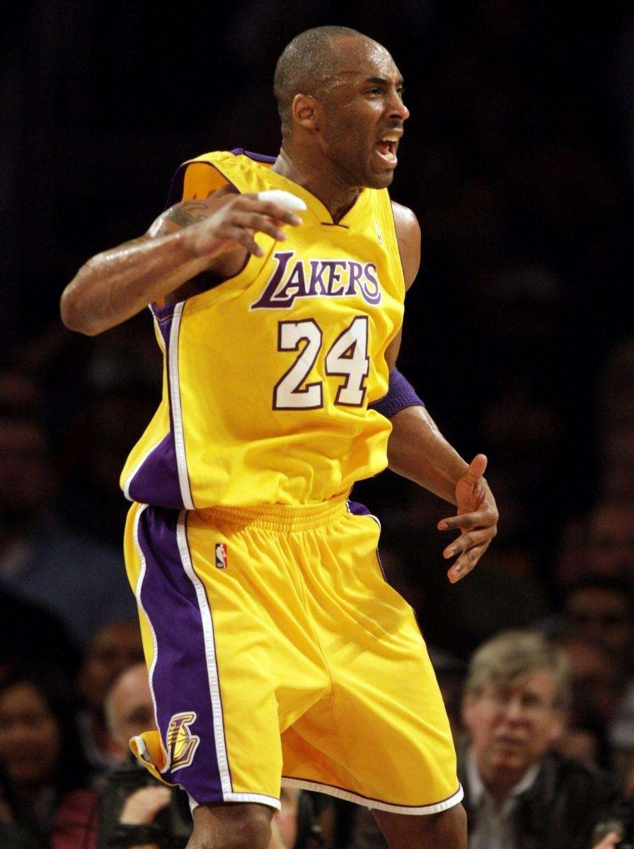 Los Angeles Lakers' Kobe Bryant takes issue with
