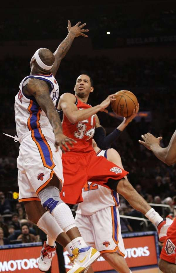 New Jersey Nets' Devin Harris (34) shoots over