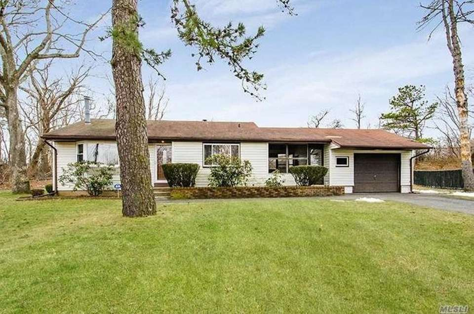 This Brentwood ranch includes three bedrooms and one