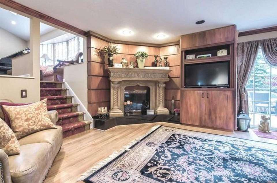 The living room in this Bellmore splanch leads