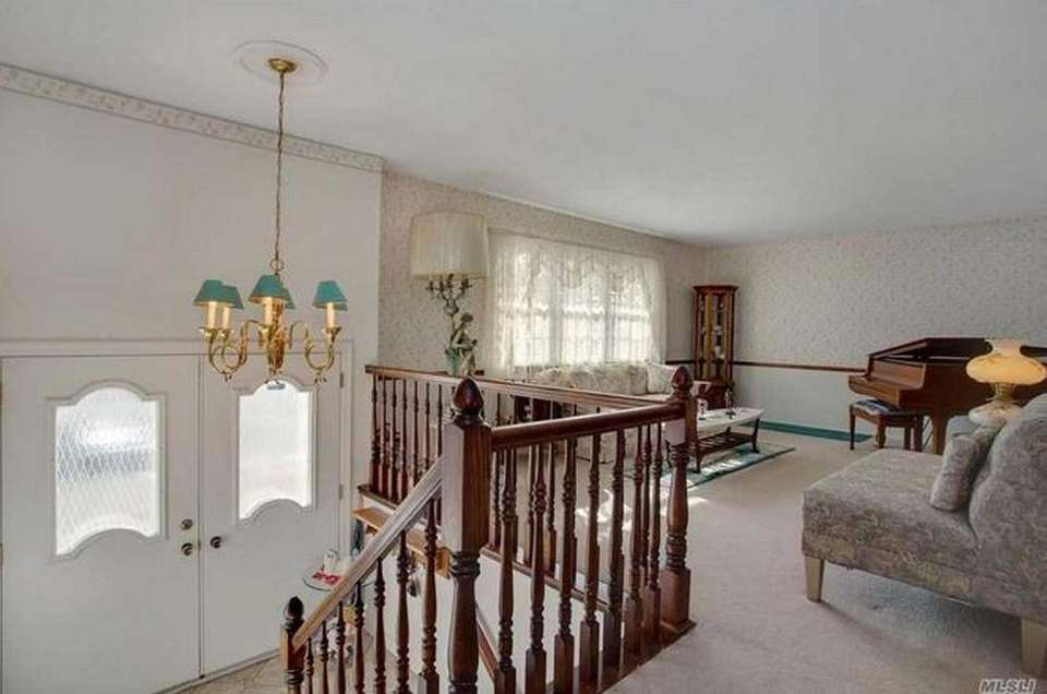 The upper level of this Dix Hills high-ranch