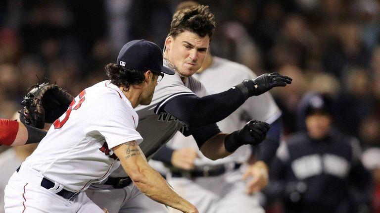 Tyler Austin of the Yankees fights Joe Kelly