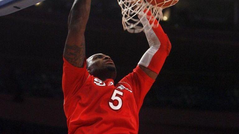 St. John's #5 Sean Evans dunks against UConn