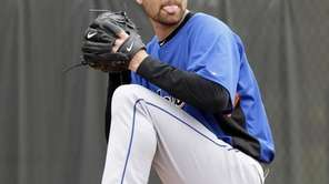 New York Mets pitcher Mike Pelfrey throws during
