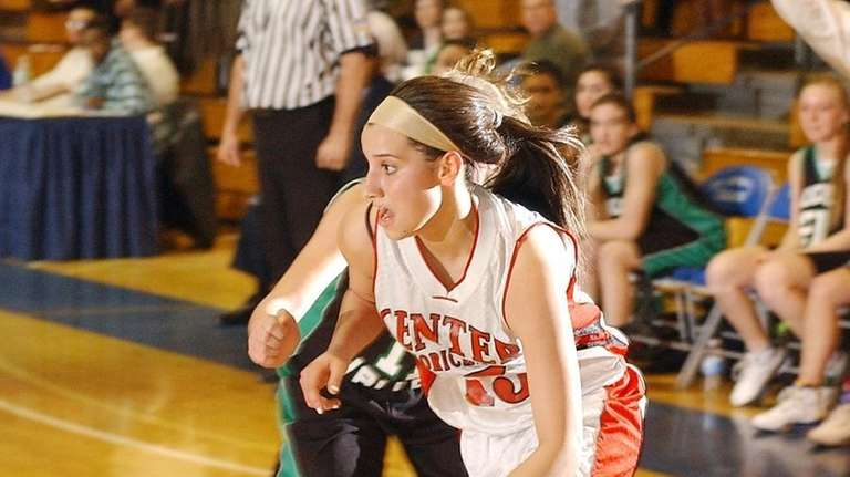 Moriches Jessica Bandrowski (15,center), tries to get to