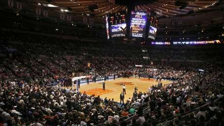 MANHATTAN - JANUARY 28, 2010: Fans pack the