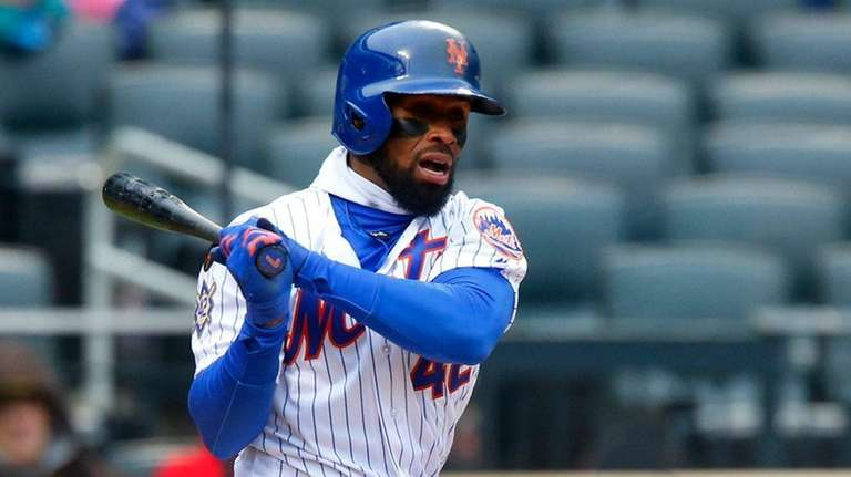 Jose Reyes of the Mets bats against the