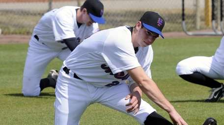 New York Mets pitching prospect Steven Matz stretches
