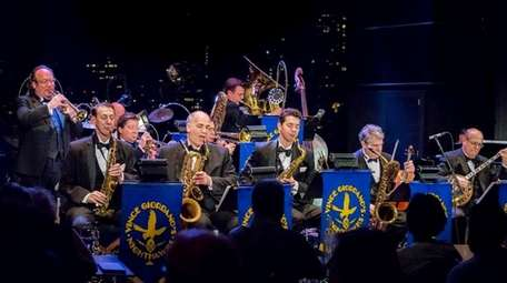 Vince Giordano and the Nighthawks bring the swing