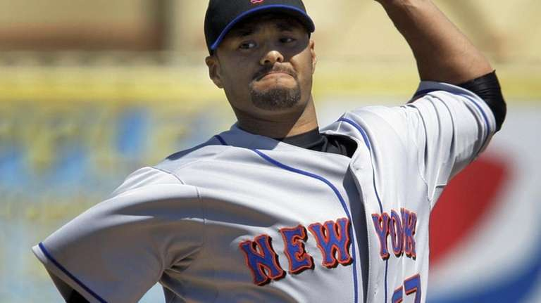 New York Mets starting pitcher Johan Santana warms