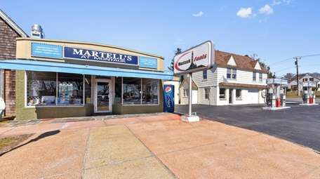 A commercial property that includes Martell's at Montauk,