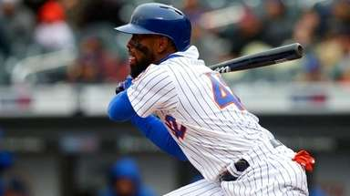 Jose Reyes of the Mets bats in the