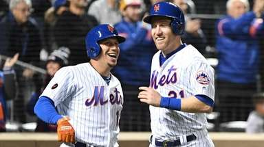 Mets second baseman Asdrubal Cabrera and Mets third