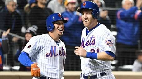 Mets second baseman Asdrubal Cabrera and Mets third