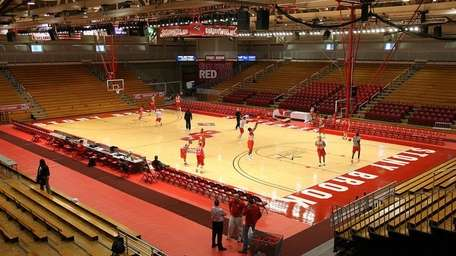 The Stony Brook men's basketball team during afternoon