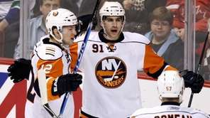 New York Islanders' John Tavares, center, celebrates his