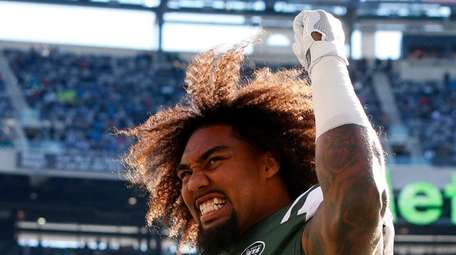 Leonard Williams of the New York Jets fires
