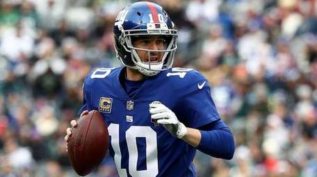 Giants quarterback Eli Manning looks to throw a