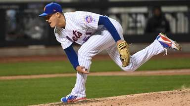 Mets relief pitcher Paul Sewald delivers against the
