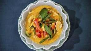Penang curry with chicken, peppers and string beans,
