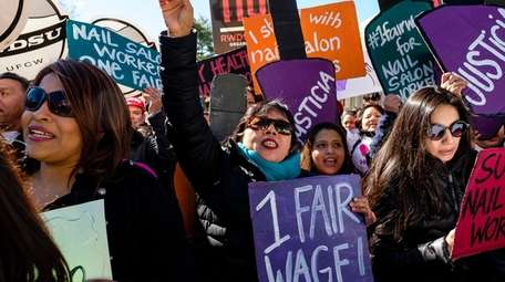 Supporters of raising the minimum wage for tipped