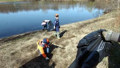 Many Long Islanders, including local scouts, commemorate Earth