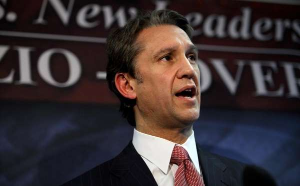 Republican gubernatorial candidate Rick Lazio speaks at a