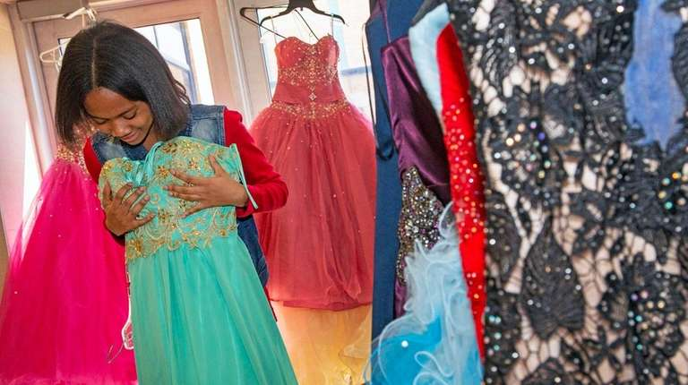 Li Teens Get Free Prom Dresses Suits At Nassau Police Event Newsday