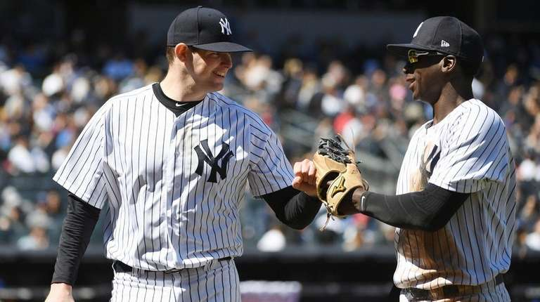 Yankees overcome more defensive blunders to beat Blue Jays, 4-3