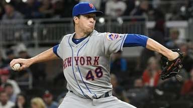 The Mets' Jacob deGrom pitches against the Braves