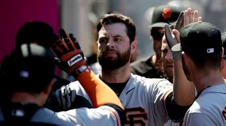 Brandon Belt gets back to the dugout