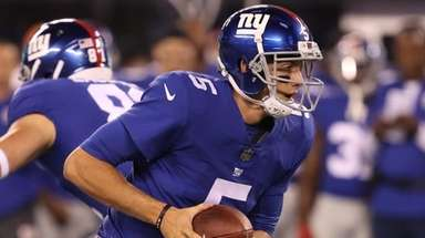 Giants quarterback Davis Webb looks to hand off