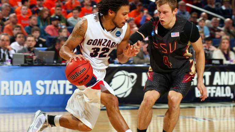 Steven Gray #32 of the Gonzaga Bulldogs