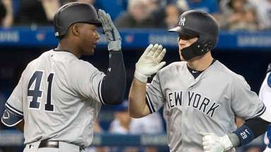 Yankees' Brandon Drury, right, celebrates his two-run