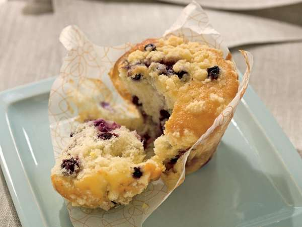 blueberry streusel muffin at Starbucks