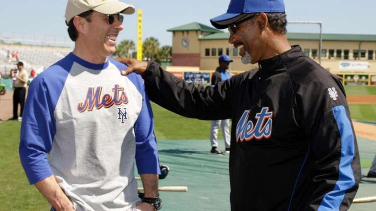 Mets manager Jerry Manuel, right, talks with comedian