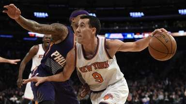 Knicks guard Pablo Prigioni drives against Phoenix Suns