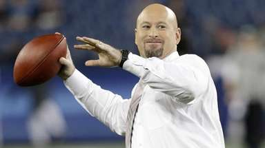 Trent Dilfer plays catch on the field before