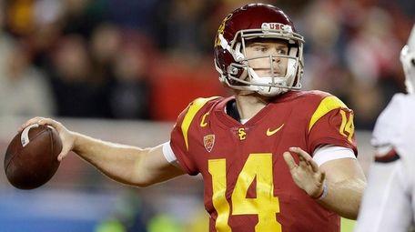 USC quarterback Sam Darnold prepares to throw a
