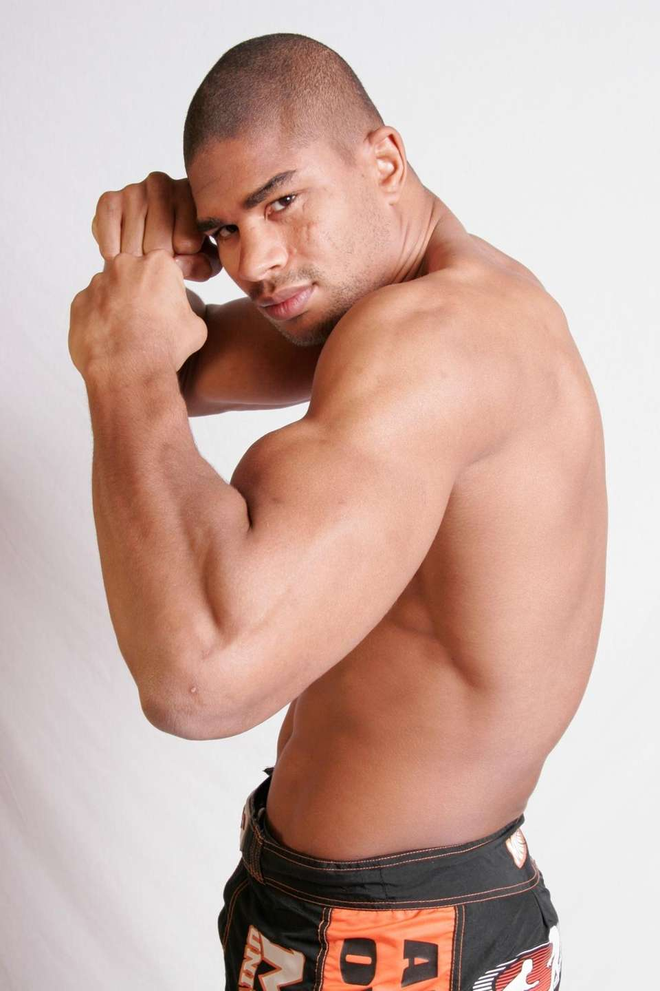 Alistair Overeem won the Strikeforce heavyweight title on