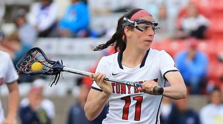 Stony Brook's Samantha DiSalvo #11 passes the ball