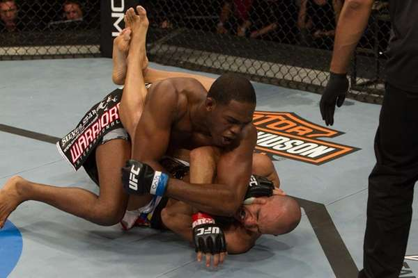 Jon Jones knocks out Brandon Vera in the