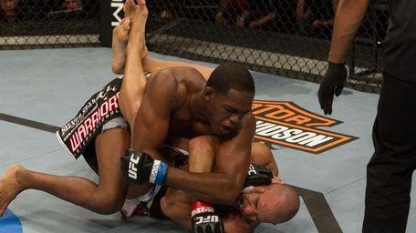 Jon Jones knocks out Brandon Vera in the