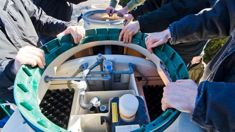 Fuji Clean USA's Scott Samuelson explains a nitrogen