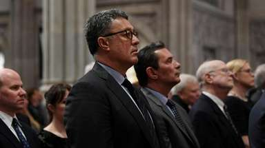 Former Mets pitcher Ron Darling at the memorial