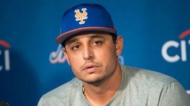 Mets pitcher Jason Vargas talksto reporters on Feb.