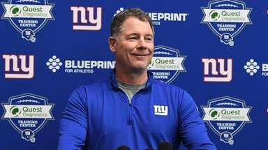 Giants coach Pat Shurmur speaks to the media