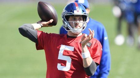 New York Giants quarterback Davis Webb passes the
